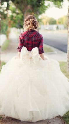 I surprisingly like this..its different yet cute. Love the big bow. although for the actual wedding, no red shirt lol