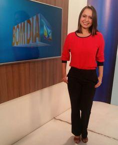 Nossa amada jornalista Mônica Brandão, da Rede Mirante afiliada da Rede Globo usando nossa blusa com mangas longas vermelha REFTE8997.  Veja este e outros modelos em nosso site www.tessalias.com.br  #tessalias #moda #lovetessalias #selfie #cute #phototheday #fotododia #babado #picoftheday #fashion #style #beauty #vestido #estilo #look #looktheday #photo #dujuor #ootd #ootn #outfit #modafeminina