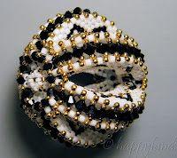 Le gioie di Happyland - patterns: Sfera Divinity,  Sphere Divinity  BL60IT - BL60EN-BL60FR  Euro 14,00