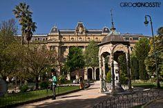 Palacio de la Diputación y Templete meteorológico #sansebastian #donostia #girodonossti #belleepoque #astronomia www.girodonossti