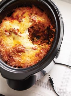 Is that Slow Cooker you got for Christmas still in the original box? Try this yummy, easy Slow Cooker Lasagna! Slow Cooker Recipes, Crockpot Recipes, Cooking Recipes, Slow Cooking, Naan, Ricardo Recipe, Slow Cooker Lasagna, Food Network Canada