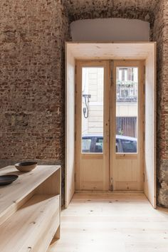 Morería Studio, in the Mudejar suburbs of Madrid Contemporary Architecture, Architecture Details, Architecture Interiors, Home Styles Exterior, Madrid, Boutique Interior Design, Entry Foyer, Interior Barn Doors, Modern Buildings
