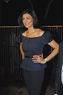 Sushmita Sen and Mary Com at Godrej EON Tour De India Launch. | Bollywood Cleavage