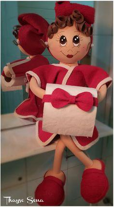 Boneca fofucha porta papel higiênico