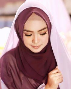 """569.6rb Suka, 3,412 Komentar - RICIS (@riaricis1795) di Instagram: """"saya terlahir bukan dari keluarga kaya raya. semua serba berkecukupan. tapi saya bangga. karena…"""" Kebaya Muslim, Hijab Outfit, Maid, Galaxy Wallpaper, Hello Kitty, Women, Wedding, Instagram, Fashion"""