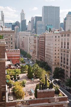 NY rooftop garden of Lynne and Burt Manning.  I love all the secluded seating areas.