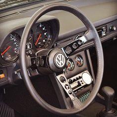 VW Passat 1978 na Cor Preta 🇧🇷 c/ Acessórios do LSE & da Dacon Vw Passat, Jetta Mk1, Volkswagen Golf Mk2, Vw Mk1, Wv Car, Car Console, Dodge Charger Rt, Bike Wheel, Top Cars