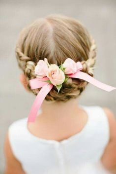 Flower girl hairstyles must be sweet and lovely. Take a closer look at our gallery and choose the best Flower Girl Hairstyles. Cute Little Girl Hairstyles, Flower Girl Hairstyles, Trendy Hairstyles, Braided Hairstyles, Little Girl Updo, Beautiful Hairstyles, Little Girl Wedding Hairstyles, Hairstyles 2016, Glamorous Hairstyles