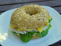 Du suchst eine schnelle und leckere Inspiration für ein Bagel Rezept? Dann probier doch mal diesen sommerlichen Pute-Mango Bagel mit Honig und Senf aus!