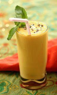 Batida de Maracujá: Leve e saborosa, este drink pode ser preparado em aniversários ou almoços em datas especiais. Delicie-se! Ingredientes: - 1 lata de leite condensado - 1 lata de vodka (use a lata do leite condensado) - 1 lata de suco de maracujá (use a lata do leite condensado) - 5 cubos de gelo Modo de Fazer: Bata tudo no liquidificador todos os ingredientes e sirva.