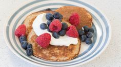 An easy and delicious protein-packed pancake. Make ahead and freeze, then reheat and serve with fresh toppings later. This is a Perfectly Balanced Plate Lunch Box Recipes, Brunch Recipes, Breakfast Recipes, Breakfast Ideas, Yummy Recipes, Free Recipes, Epicure Recipes, Good Food, Yummy Food