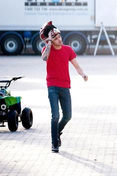 Zayn and Louis outside the arena, Brisbane Ex One Direction, One Direction Zayn Malik, Zayn Mailk, One Direction Pictures, Perfect Boy, Cool Bands, Bad Boys, The Outsiders, Dj