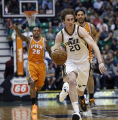 Gordon Hayward charges up the court. (Steve Griffin  06fe03c9b