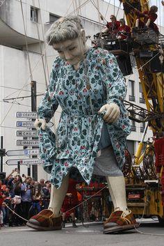 .               ~~~~     giant marionet       ~~~~~  La Grand-Mère, Nantes  ~~~~