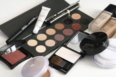 Thrifty makeup tips are necessary these days, because there are so many expensive options on the market. You need to know what to splurge on and what to skip. When to splurge and save on your makeup? Find out how to make savings out of intelligent buying! Mascara, Eyeliner, Eyeshadow, Essential Oils For Eczema, Best Essential Oils, Basic Makeup, How To Apply Makeup, Applying Makeup, Simple Makeup