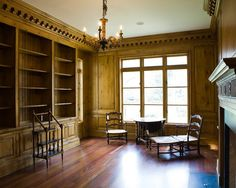 Stunning Old Residence with Spacious Rooms: Cozy Home Office With Classic Furniture Ideas Nancy Creek Cozy Home Office, Office Workspace, Classic Furniture, Best Wordpress Themes, Cozy House, Bookcase, New Homes, Shelves, Architecture