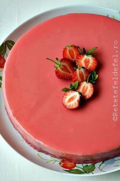 glazura oglinda colorata. Cake Recipes, Dessert Recipes, Desserts, Cake Factory, Cookies And Cream, Homemade Cakes, Fondant, Bakery, Pudding