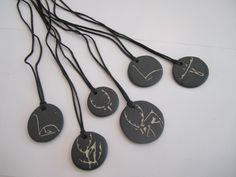 Halssmycken, Kaulakoruja, Necklaces