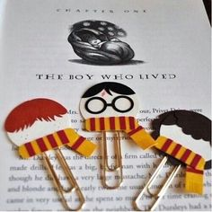 Harry Potter, Ron Weasley, Hermione Granger Punch Art Paperclip Bookmarks Individual or Set of 3 Harry Potter, Ron Weasley, Hermione Granger Punch Art Paperclip Bookmarks from MyPaperMoose on Etsy (Love these) Cadeau Harry Potter, Harry Potter Bricolage, Harry Potter Thema, Classe Harry Potter, Cumpleaños Harry Potter, Anniversaire Harry Potter, Harry Potter Birthday, Harry Potter Crafts Diy, Harry Potter Clip Art