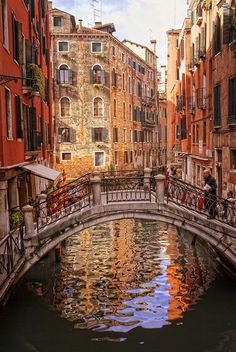 Venetian atmosphere.  It's so beautiful! I would even say it looks unrealistically beautiful. First thought to pop into my mind: Painting or reality...? <3