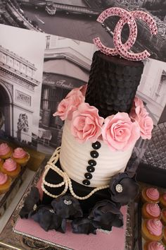 Pink & black Chanel cake with pearls & roses Chanel Birthday Party, Chanel Party, Sweet 16 Cakes, Cute Cakes, Beautiful Cakes, Amazing Cakes, Channel Cake, Fashionista Cake, Bolo Cake