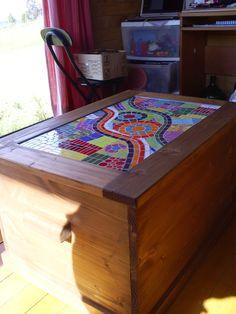 Resultado de imagen para mesas de centro CON MOSAICOS Hope Chest, Storage Chest, Cabinet, Furniture, Home Decor, Kitchen Furniture, Centerpieces, Mosaics, Mesas