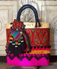 inf whats 9933 023007 o inbox Black And White Scarf, Boho Bags, Vintage Valentines, Straw Bag, Footwear, Sewing, Hats, Diy, Instagram