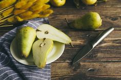 9 beneficii naturale ale perelor . Alfă ce beneficii aduce consumul de pere. #pere #beneficii #natural #alimentație #sanatate Pear, Ale, Menu Templates, Printable, Food, Meal, Eten, Ales, Meals