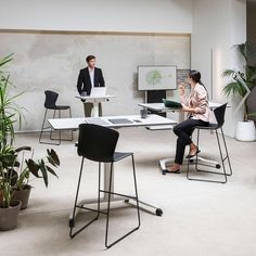 Talent - gas lift height adjustable multi-purpose mobile desk - perfect for hot desks and training spaces #actiu #coolworking #trainingday… Mobile Desk, Desks, Purpose, Commercial, Mobile Table, Mesas, Work Benches, Desk, Office Desks