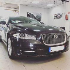 Avec ses 387ch, cette Jaguar cache bien son jeu. #jaguar #xjportfolio #v8 #jaguarxj #england #nimes #gard #languedocroussillon… Jaguar Xj, Languedoc Roussillon, Bmw, Instagram, Gaming