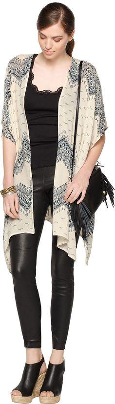 Der leichte #Kimono mit modischen #Aufdruck lässt sich super zu einem luftigen #Outfit stylen. ♥ ab 34,90€