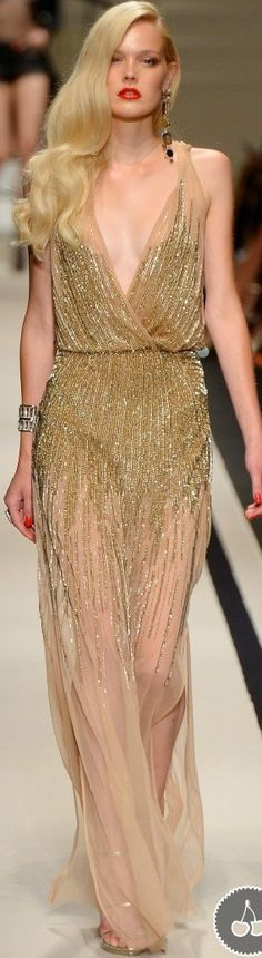 formal event attire we would love to see on guests at blanc! Fashion 2017, Couture Fashion, Runway Fashion, High Fashion, Fashion Beauty, Womens Fashion, Gold Fashion, Beautiful Gowns, Beautiful Outfits