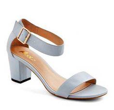 Tek bantlı ve bilekli ayakkabı modellerini yaz-kış kullanabilirsiniz.