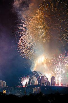 FIREWORKS~Burning Bridge - New year Fireworks, Australia