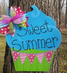 Cupcake Door Hanger.  Summer Door Hanger. by MoniLulis on Etsy