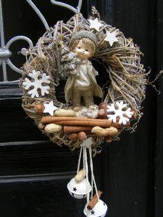 icu ~ VĚNCOVNA ~ This Pin was discovered by Alexandra Kumštarová. Winter Christmas, Vintage Christmas, Christmas Holidays, Xmas Wreaths, Easter Wreaths, Wreath Crafts, Diy Wreath, Handmade Christmas Decorations, Holiday Crafts