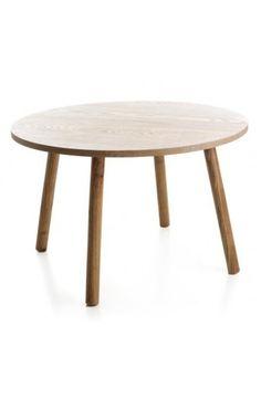 Stabilt rundt bord i furu. Mål: Ø:70 H:45 cm Farge: Natur Materiale: Furu