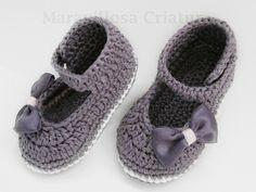 Chaussons tricotés, Chaussures de bébé élégantes gris en coton est une création orginale de MaravillosaCriatura sur DaWanda