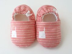 Bunny baby shoes, toddler girl shoes, baby crib shoes by JoEEBaby on Etsy Toddler Girl Shoes, Girls Shoes, Cotton Fleece, Cotton Fabric, Baby Crib Shoes, Handmade Baby, Baby Accessories, Organic Cotton, Slippers