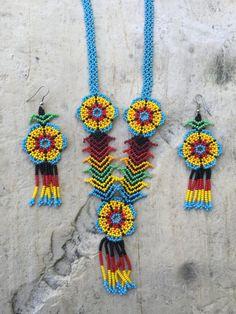 Martina's Huichol beaded necklace with por ArtesaniasBatyah en Etsy Flower Necklace, Crochet Necklace, Beaded Necklace, Seed Bead Earrings, Seed Beads, Loom Beading, Beading Patterns, Bead Jewellery, Beaded Jewelry