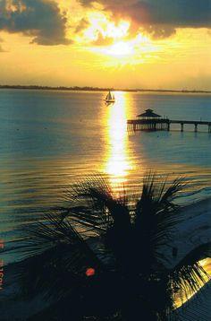 Sunset from Fort Myers Beach, FloRiDa♥ Florida Keys, Florida Beaches, Cuba Beaches, Florida Usa, Naples Florida, Daytona Beach, Beautiful Sunrise, Beautiful Beaches, Anna Maria Island