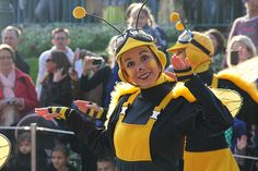 The most friendly bees I've ever seen! You can meet them too during Magic On Parade in #disneylandparis
