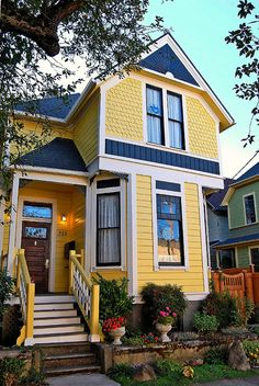 Nob Hill Victorian home, Nice color combo!