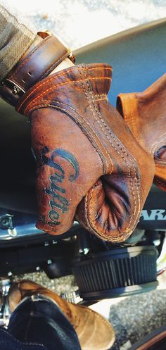 Grifter Company USA—The Swindler Riding Gloves. Grifter Company USA—The Swindler Riding Gloves. Gants Moto Vintage, Cuir Vintage, Vintage Leather, Vintage Gloves, Motorcycle Gloves, Motorcycle Outfit, Biker Gloves, Mens Gloves, Harley Davidson