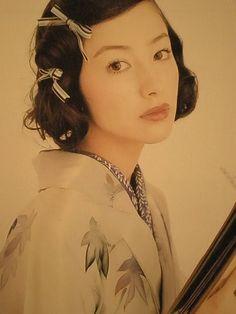 Draw On Photos, Yukata, Kimono Fashion, Vintage Hairstyles, Geisha, Japanese Girl, Hair Makeup, Ruffle Blouse, Romantic
