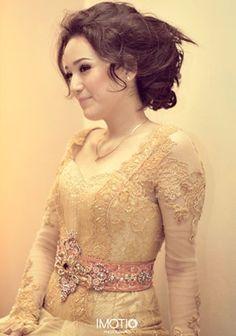 #kebaya Kebaya Lace, Batik Kebaya, Modern Kebaya, Indonesian Wedding, Thai Traditional Dress, Engagement Dresses, Modern Fashion, Dream Dress, My Hair