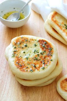 Garlic and Coriander Flatbreads Recipe - Chewy on the outside, soft and fluffy inside, the perfect accompaniment to everything! Add this to your flat bread recipes list! Greek Recipes, Indian Food Recipes, Vegetarian Recipes, Cooking Recipes, Kitchen Recipes, Turkish Recipes, Cooking Food, Healthy Recipes, Think Food
