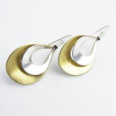 $39,00 Earrings Fogara·O L: Sterling silver and brass earrings · Pendientes Fogara·O L en plata de ley y latón.