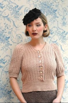 pattern by Susan Crawford Ravelry: Made So Quickly! pattern by Susan CrawfordRavelry: Made So Quickly! pattern by Susan Crawford Vintage Wardrobe, Vintage Outfits, Vintage Fashion, Vintage Patterns, Knitting Patterns, Crochet Patterns, Knitting Ideas, Crochet Ideas, Vintage Knitting