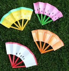 Looking for summer crafts for kids? Find 35 easy summer crafts for kids here. These can be used for almost all ages and they are quick and easy to make. These summer craft ideas are budget friendly. Try one of these summer craft ideas for kids. Summer Crafts For Kids, Paper Crafts For Kids, Easy Crafts For Kids, Easy Diy Crafts, Cute Crafts, Summer Kids, Projects For Kids, Craft Projects, Craft Ideas